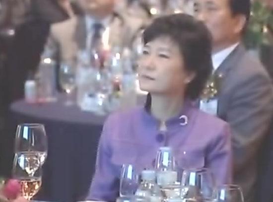 박근혜 후보, SNS 여론전략 보고 직접 받았다.