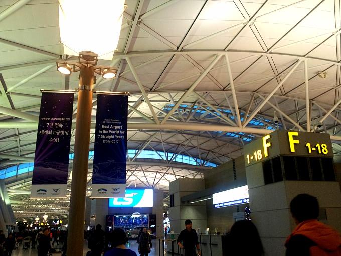 홍콩: 공항, 헐리우드 로드, 캣스트릿과 만모사.