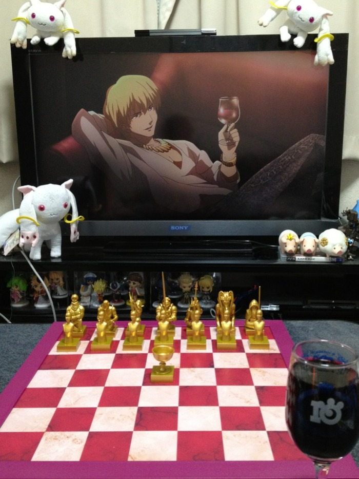 '페이트 제로' 체스말을 체스판 위에 펼쳐놓은 사진?