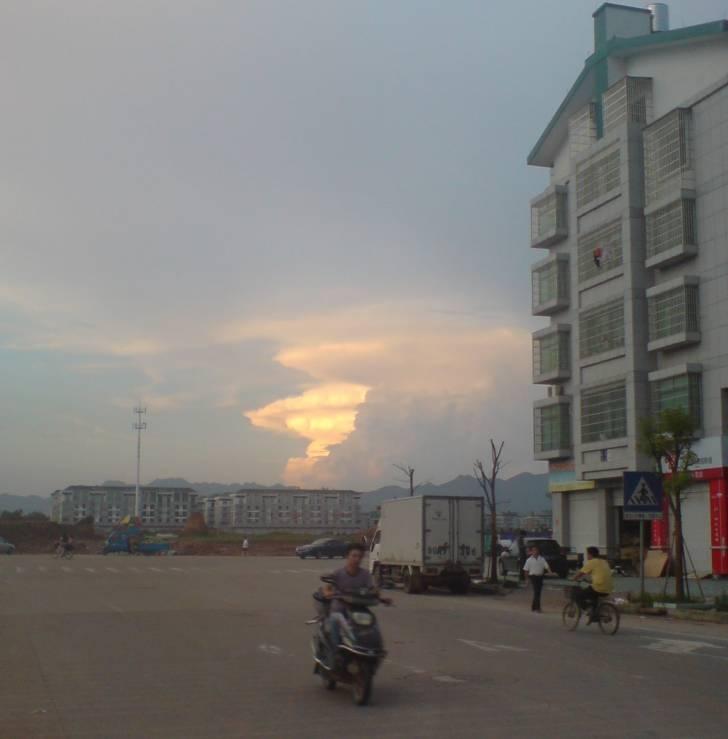 중국에서 찍은 핵버섯 구름