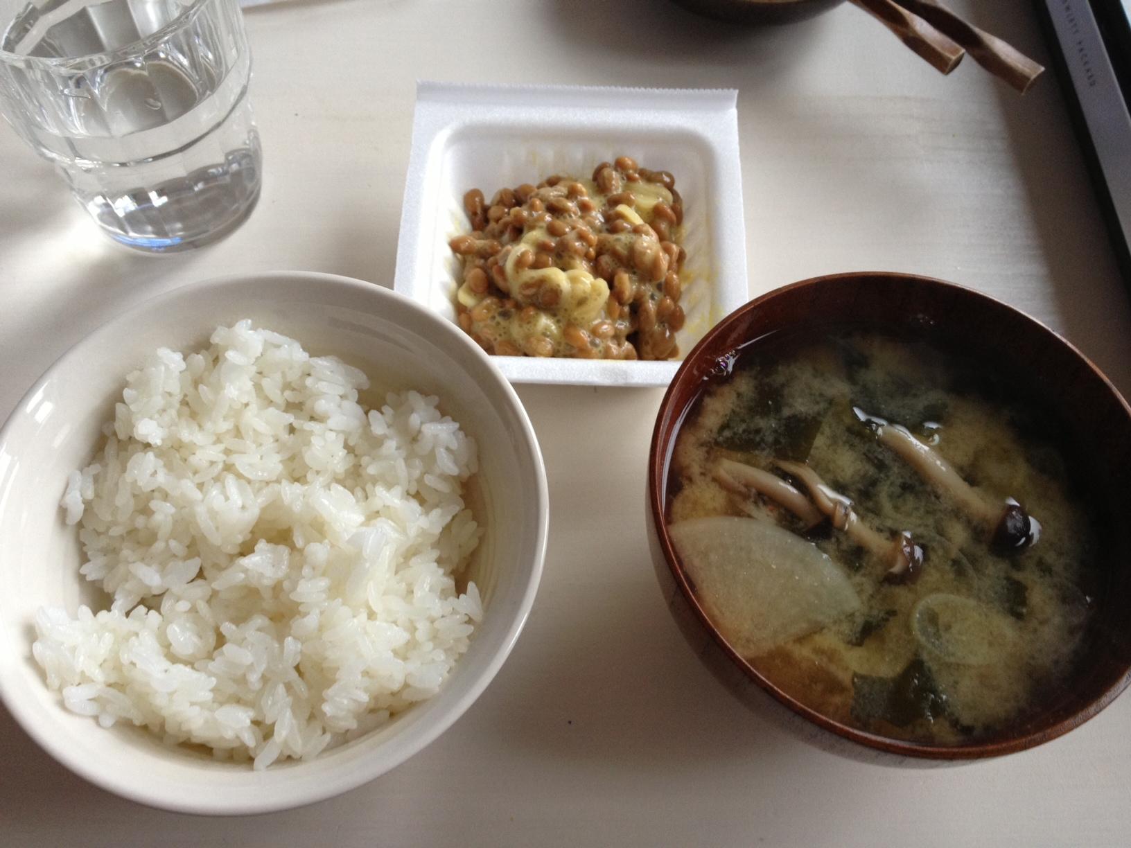 평일의 아침식사. 미소시루에 낫토