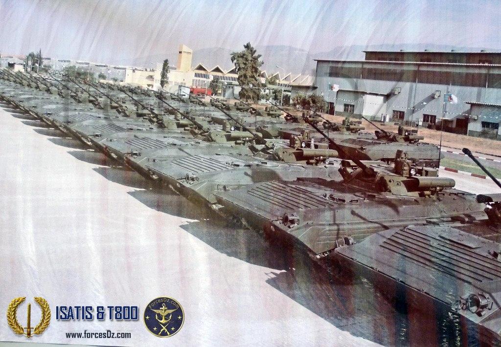 알제리의 BMP-2M들.Allrah!