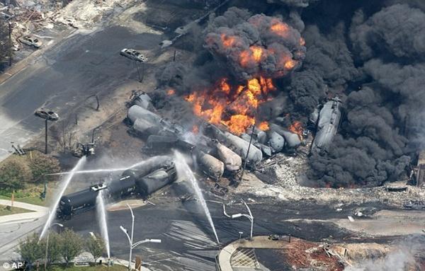 캐나다 퀘백 열차 폭발현장 사진