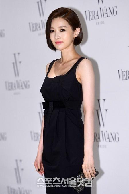 김유리, 블랙 드레스로 세련미