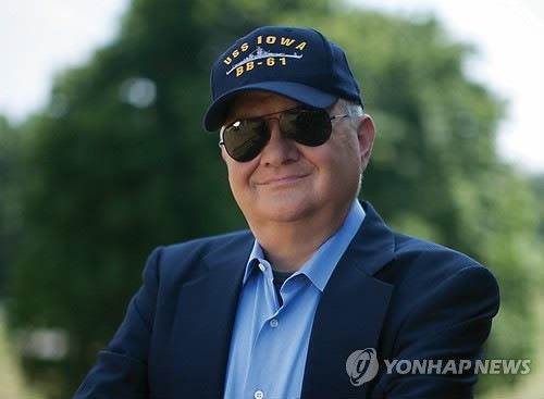 정치-군사 소설의 대부, `톰 클랜시` 향년 66세를..