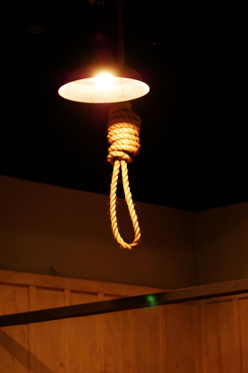 교수형에서 살아난 자는 다시 죽어야한다!
