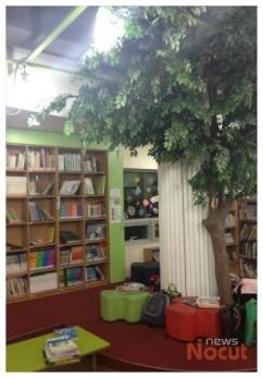 '커피 향기 솔솔' 작은도서관…사서는 '가뭄'