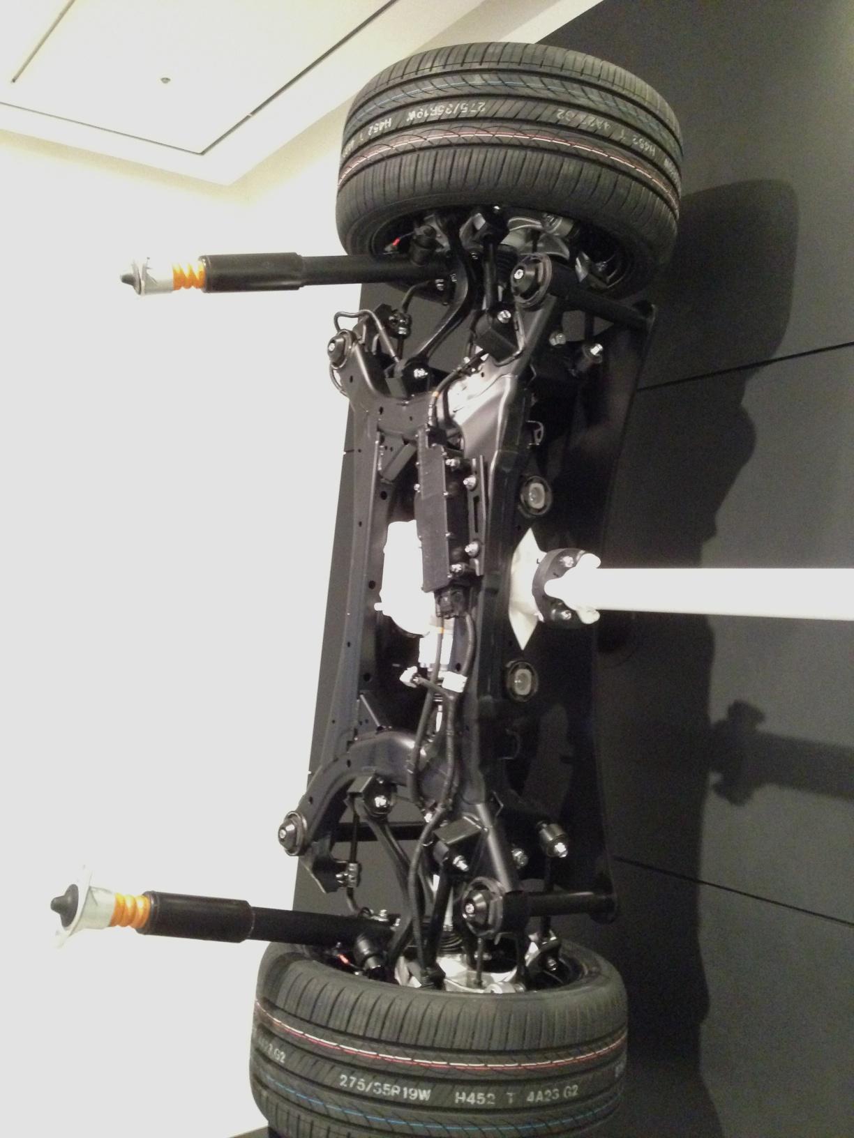 신형 제네시스 (2013년 11월) 엔진 및 하체 사진 몇 장