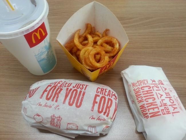 맥도날드 행운버거. 제가 참 좋아하....는건 아..