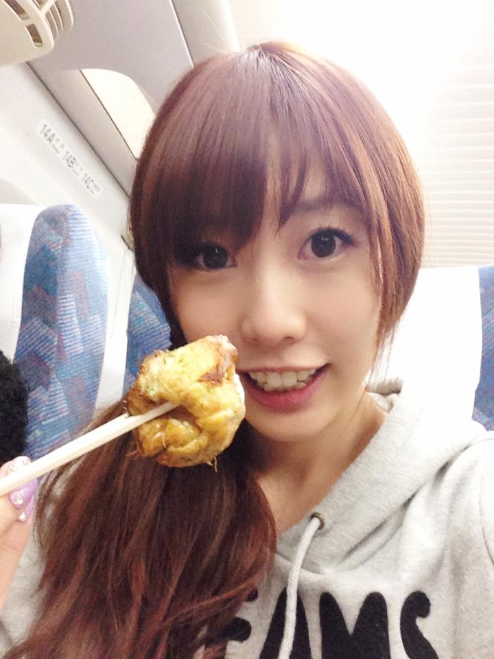 성우 쿠스다 아이나씨가 자신의 트위터에 올린 사진