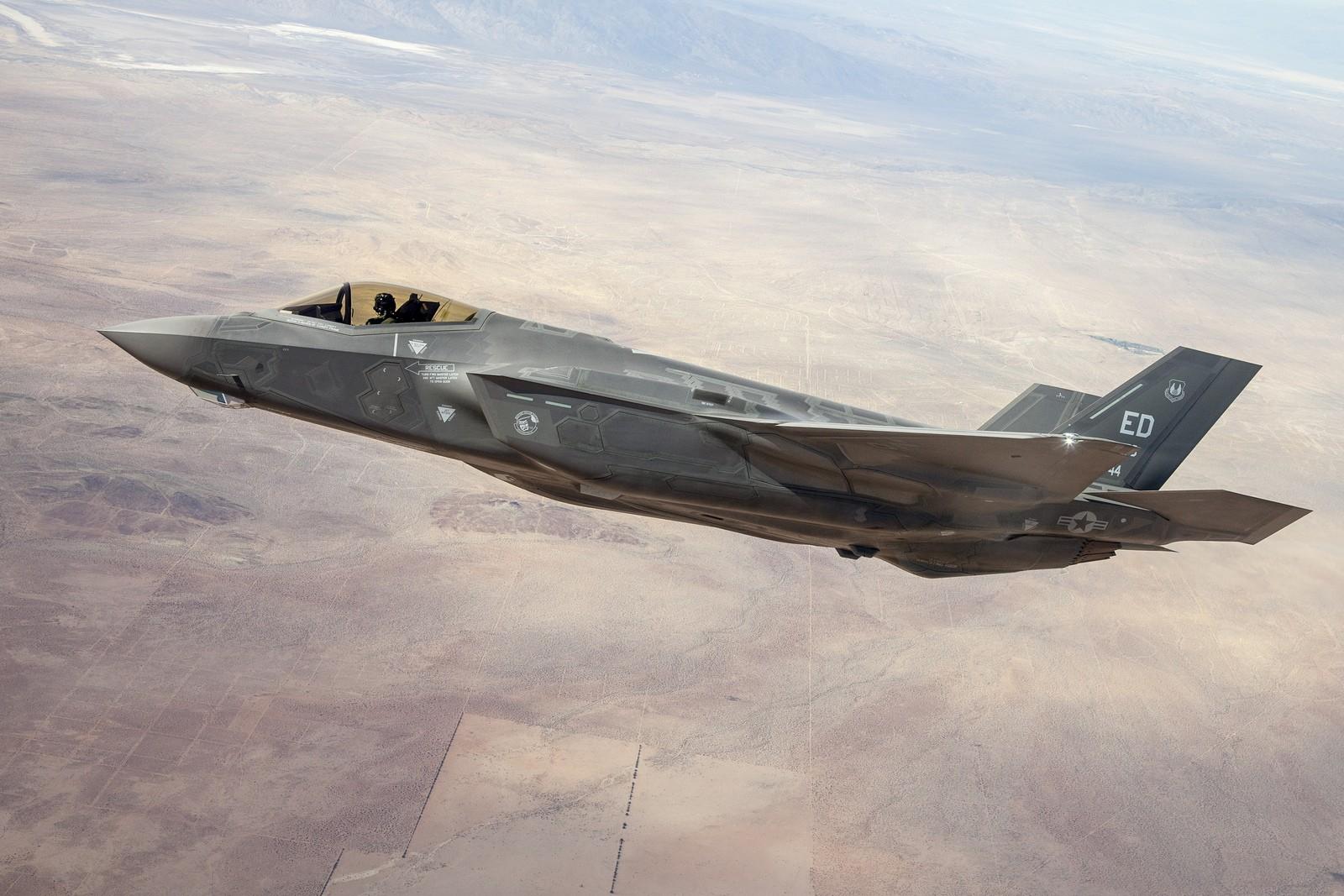 F-35 전투기 : 엔진 가격 ↑, 유지 비용 ↓