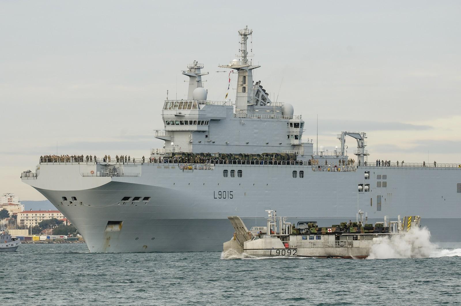 곧 미스트랄 상륙함에서 훈련을 시작하는 러시아 ..