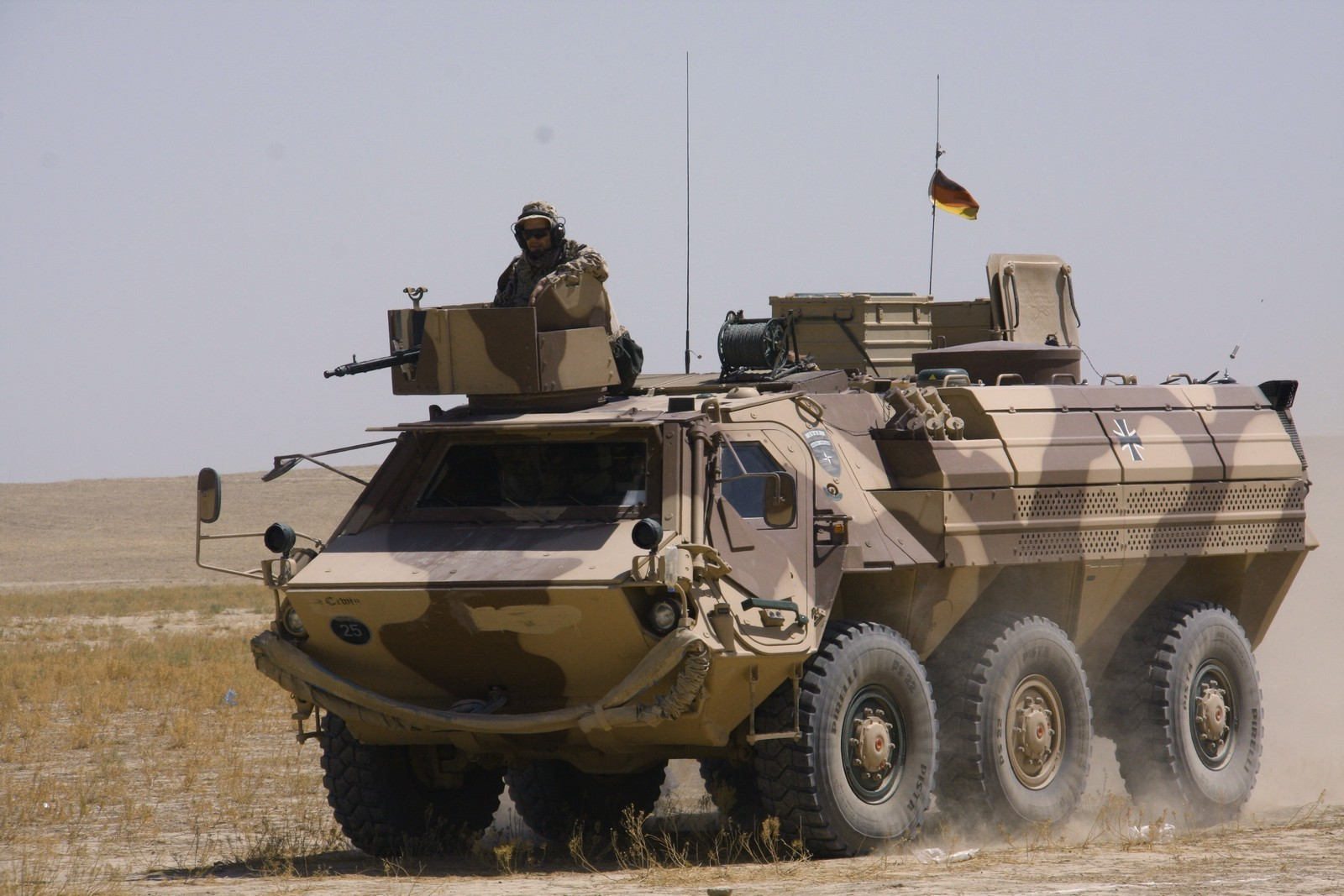 알제리에 장갑차 천여대와 공장을 판매하는 독일