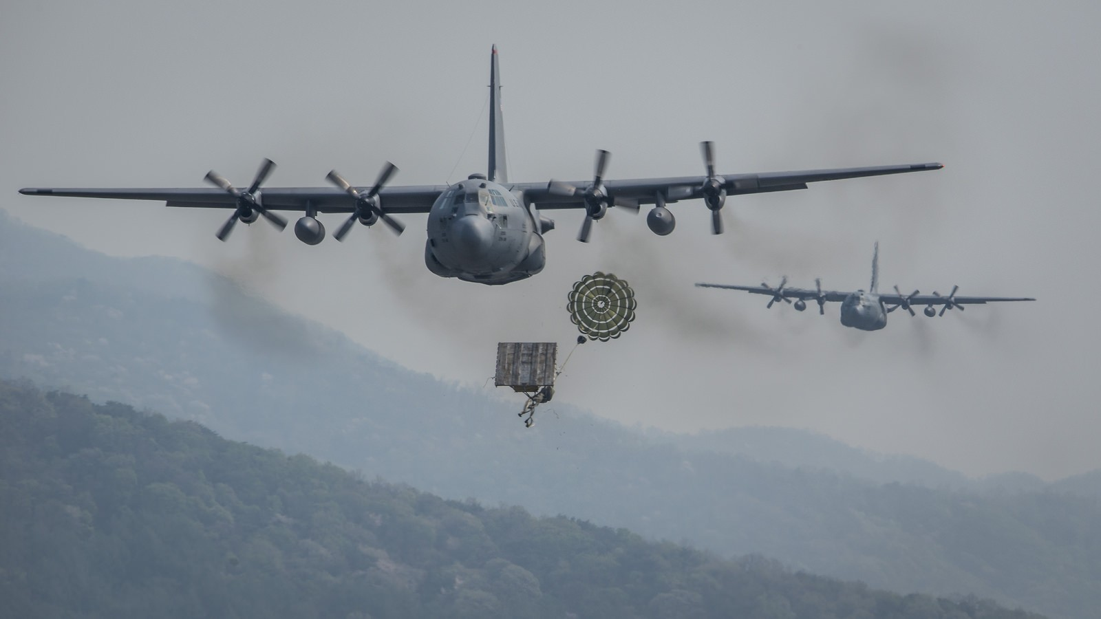 C-130H 수송기의 엔진 업그레이드를 인증한 미 공군