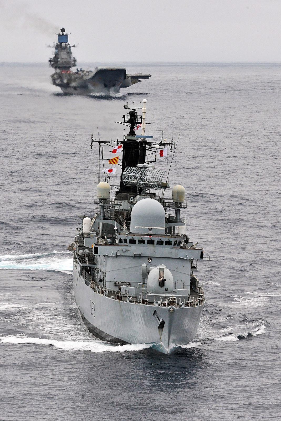 러시아항모 Admiral Kuznetsov함을 추적하는 영..