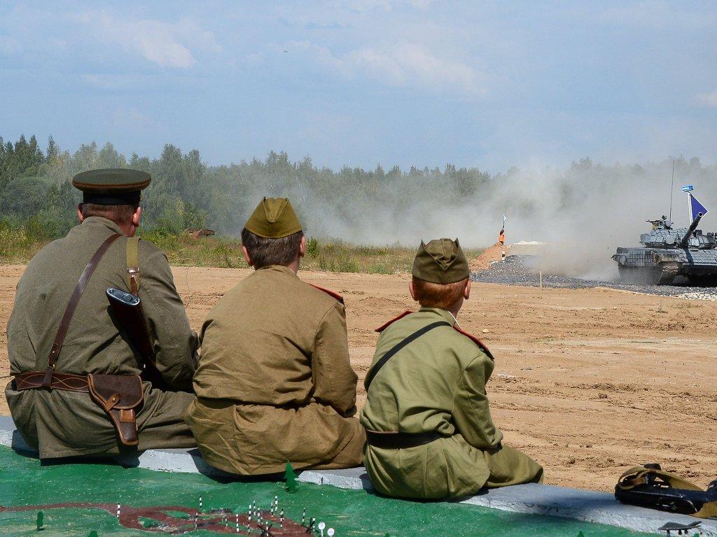 """러시아 전차군 - """" '전차도?' 아니, 러시아 전차병 .."""