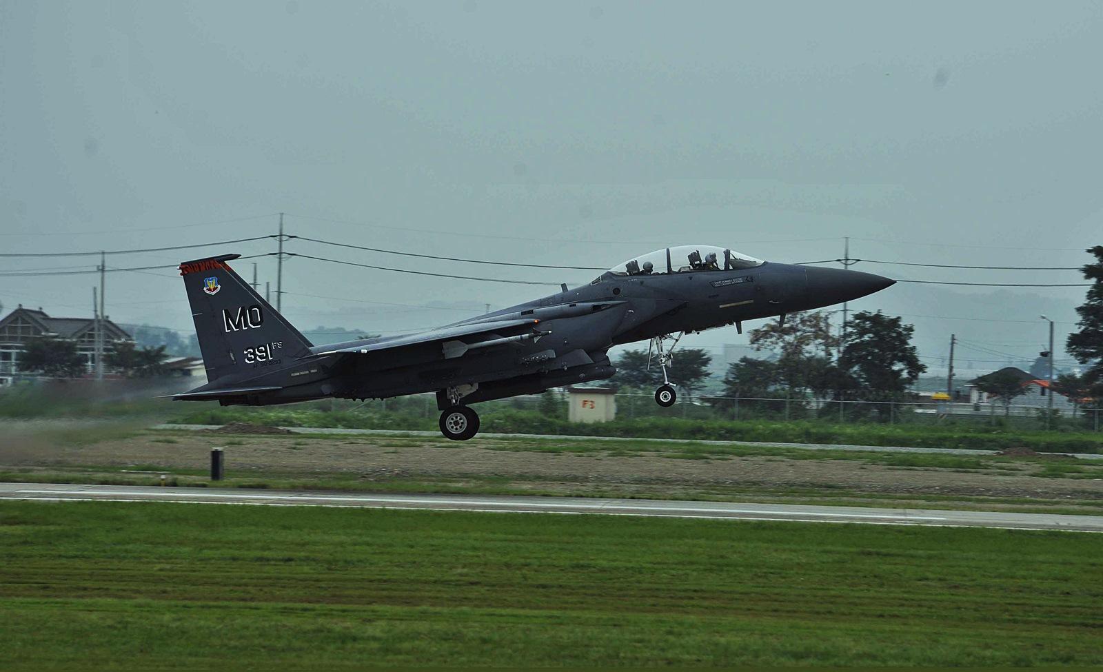 오산기지에서 작전중인 F-15E Strike Eagle