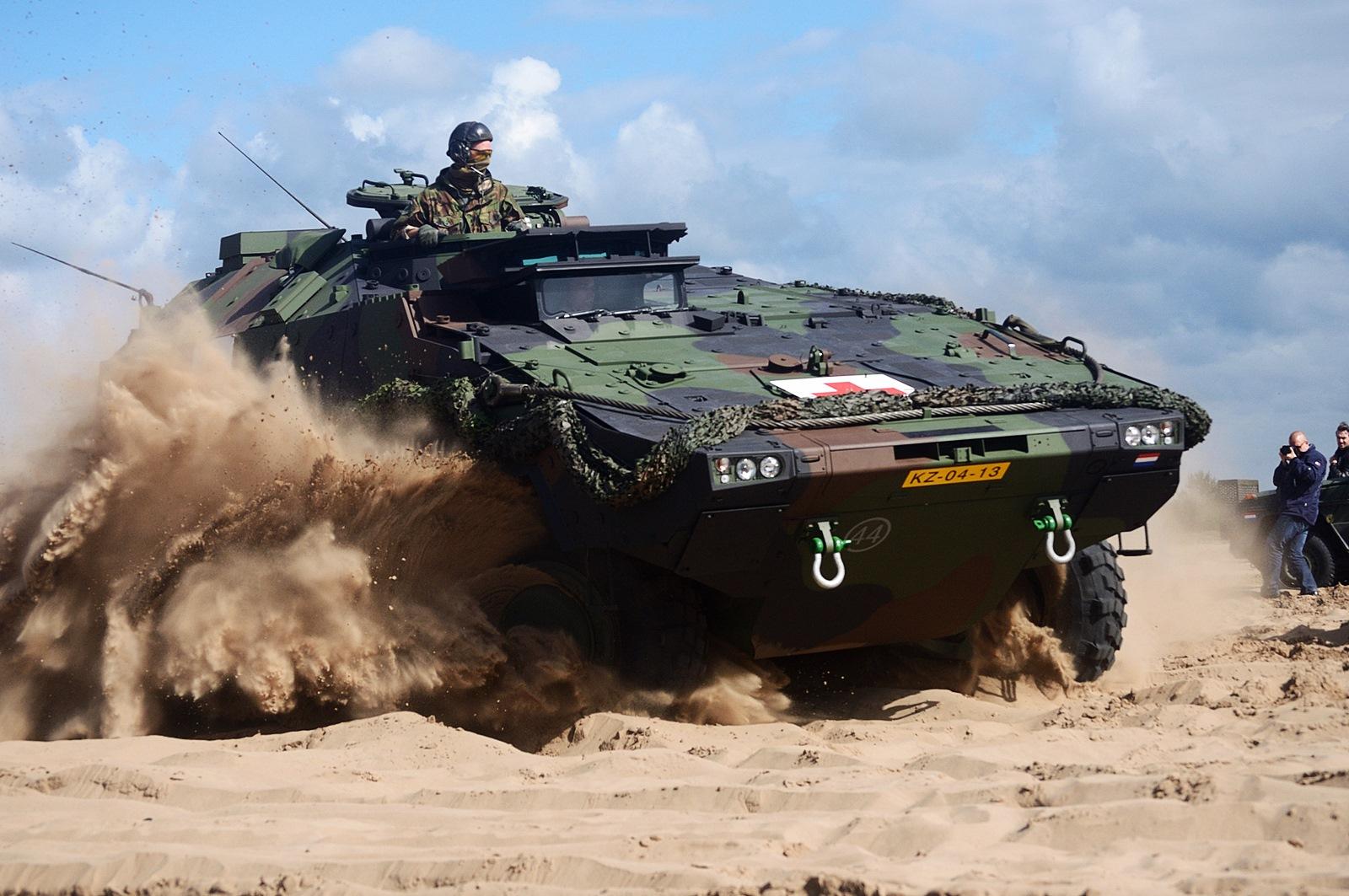 네덜란드 13 의료중대 Boxer 앰뷸런스 장갑차 기..