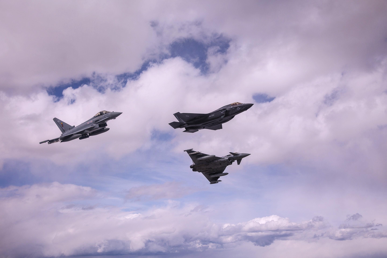 ▶◀ 역시 호구임을 증명한 F-35 구매 확정 +유파와..