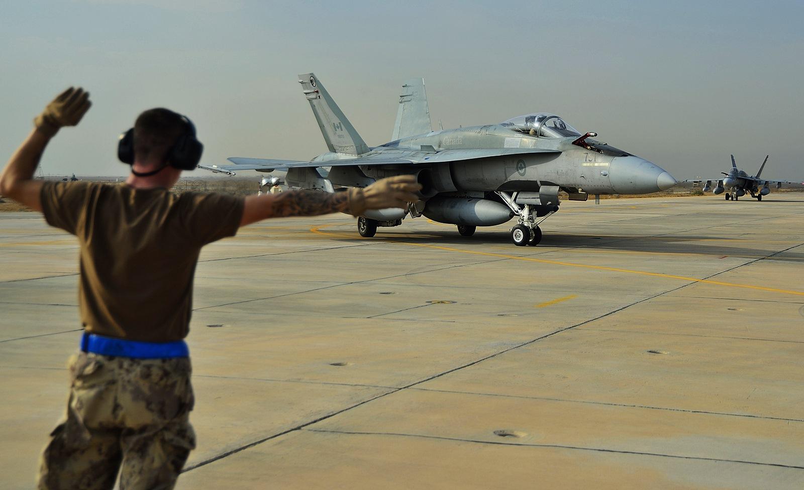 쿠웨이트에 도착한 캐나다공군 CF-188 전투기