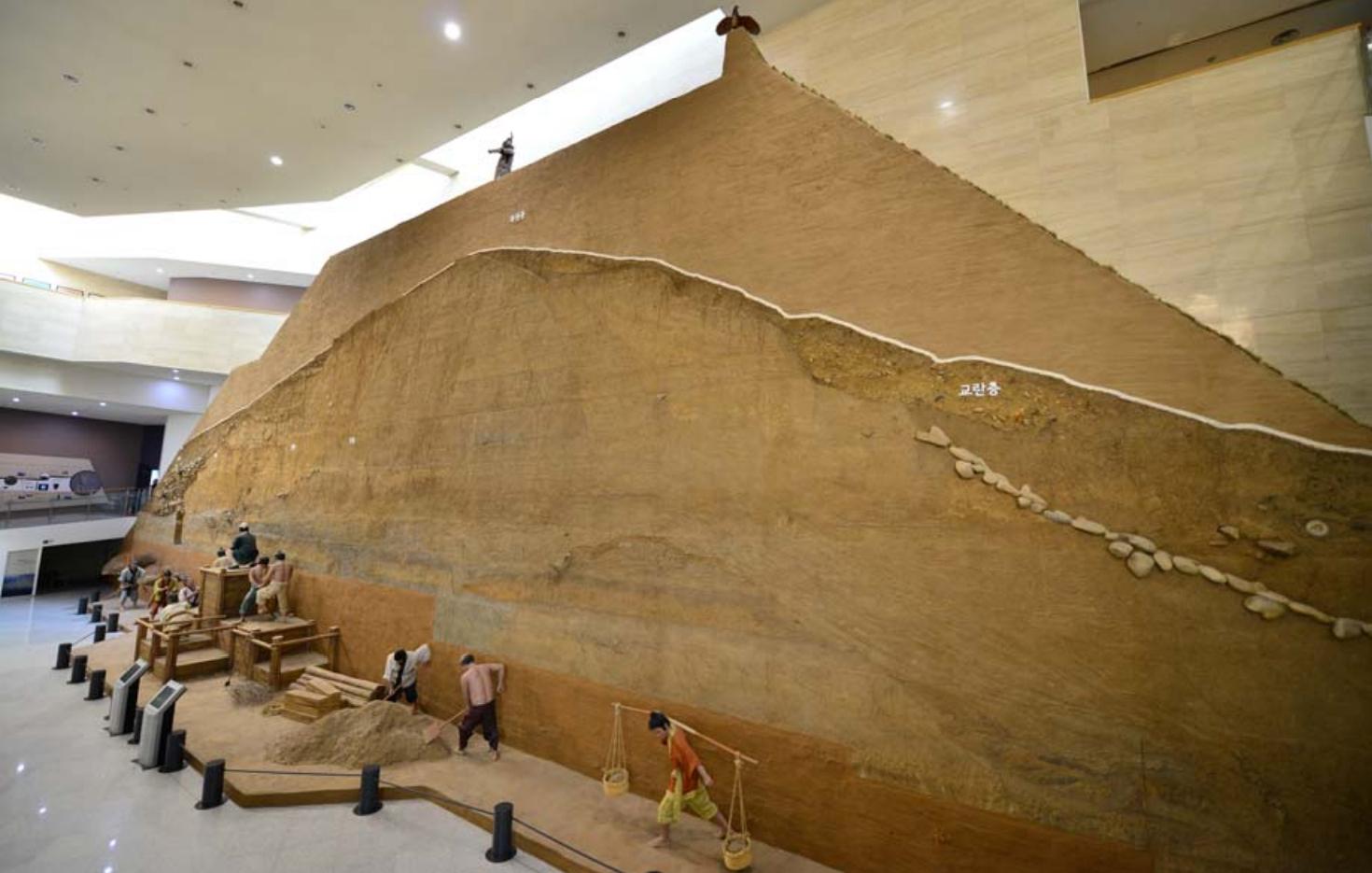 한국의 품페이라 불리는 풍납토성은 5층 높이 성벽..