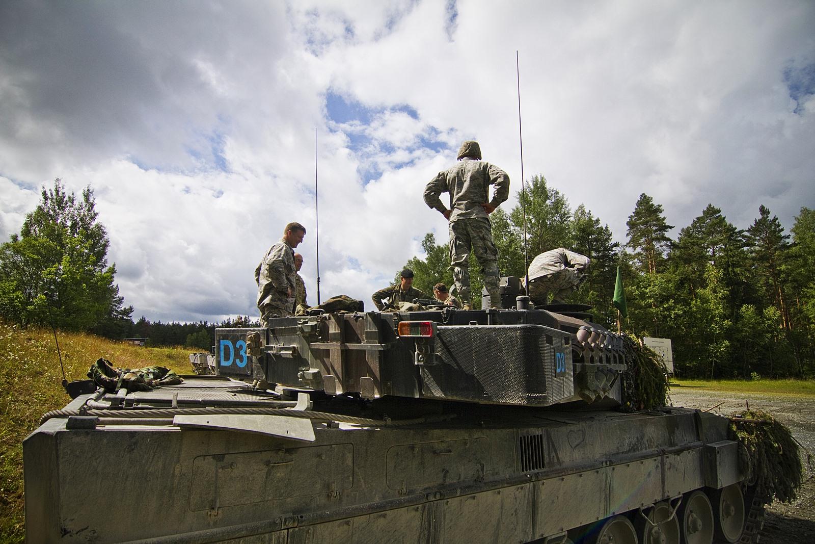 미 주방위공군과 독일 Leopard 2 전차 합동훈련