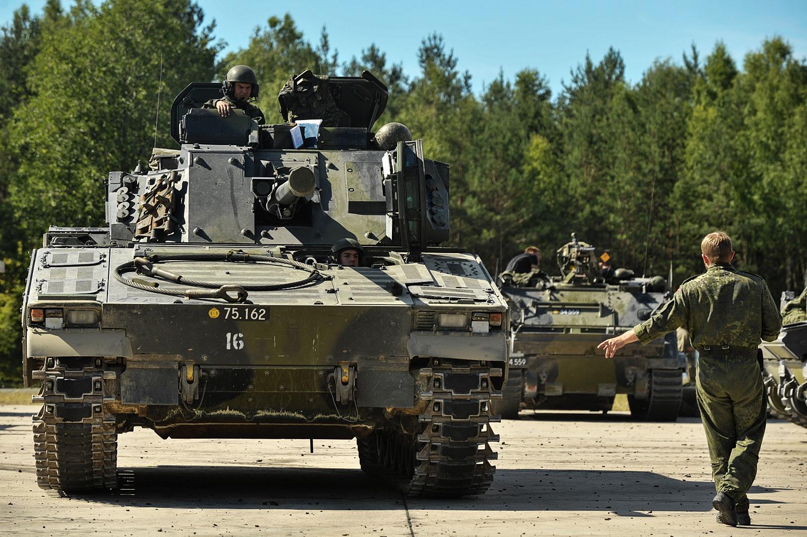 독일 JMTC에서 훈련하는 덴마크 전차와 장갑차들