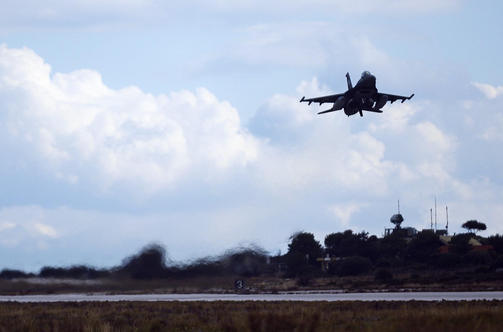미공군과 그리스공군 F-16 전투기 합동훈련