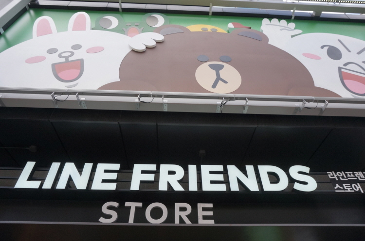 신사동 가로수길 라인프렌즈스토어 LINE FRIENDS..
