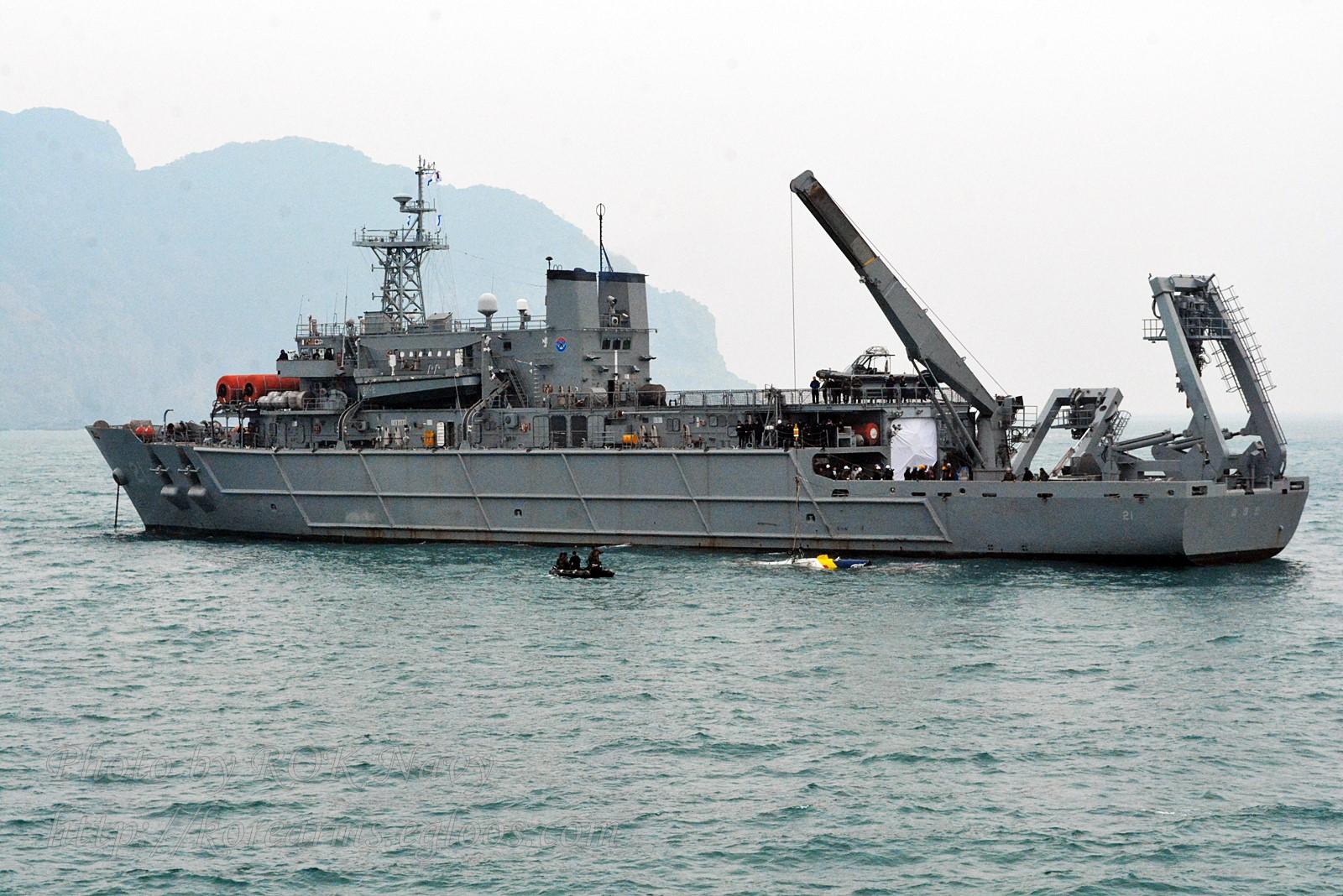 해군 청해진함 추락 해경헬기 인양 성공