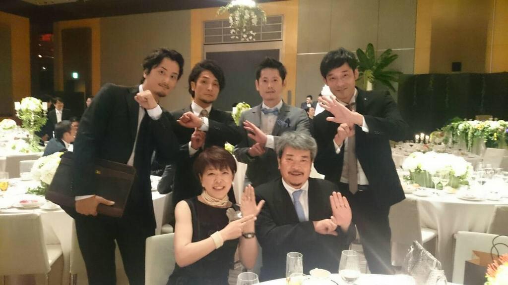 나가이 마사루 씨 결혼식 사진 속에는 왕년의 멤버들이!