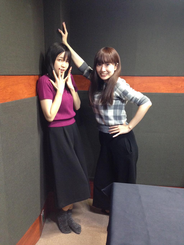 성우 테루이 하루카 & 스와 아야카의 '벽 쾅' 포즈 사진