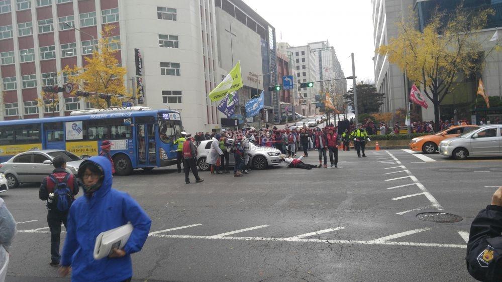 오늘 합법적인 시위를 하시는 시민분들