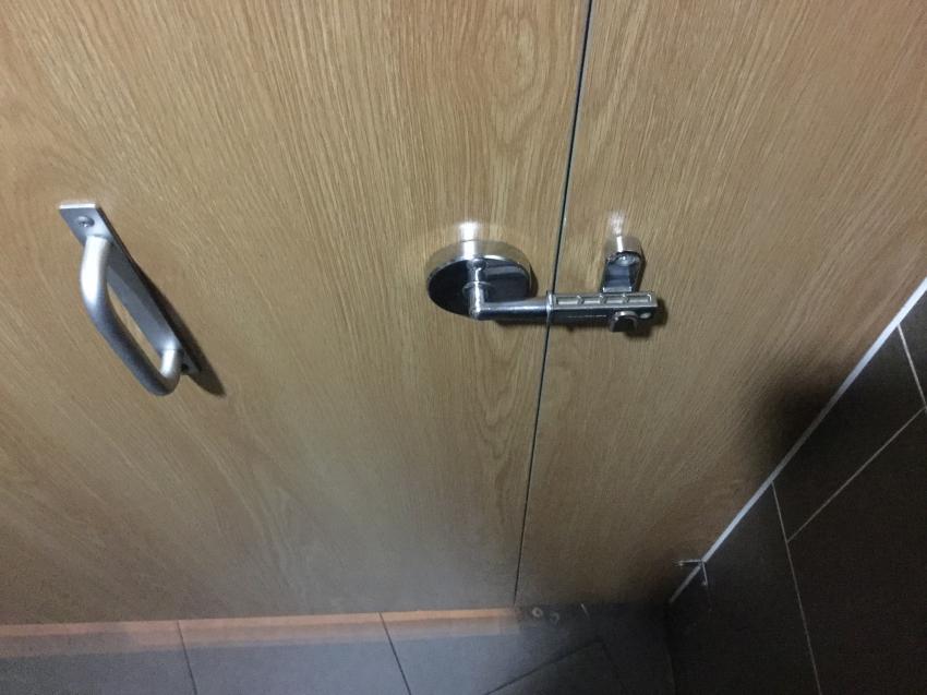 한 화장실의 잠금장치
