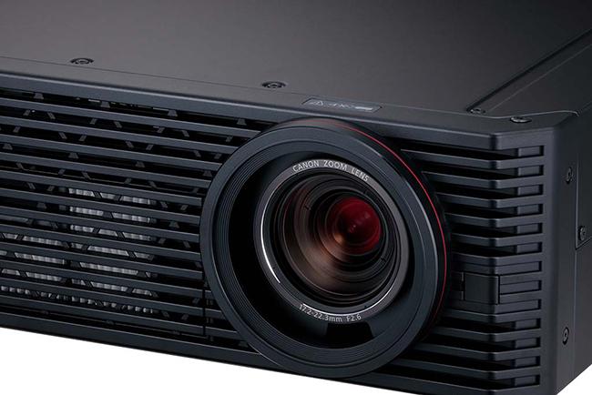 Canon에서 세계 최소/최경량 고휘도 4K 프로젝터..