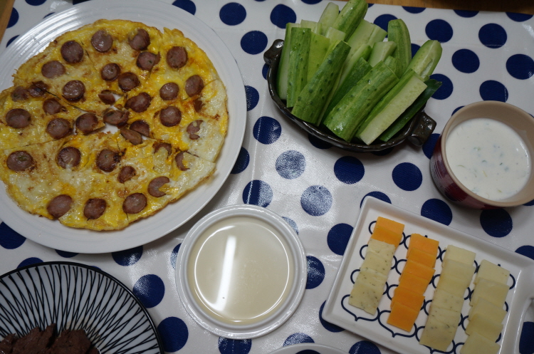 와인부림 소세지피자, 꿀과 치즈, 오이스틱, ..