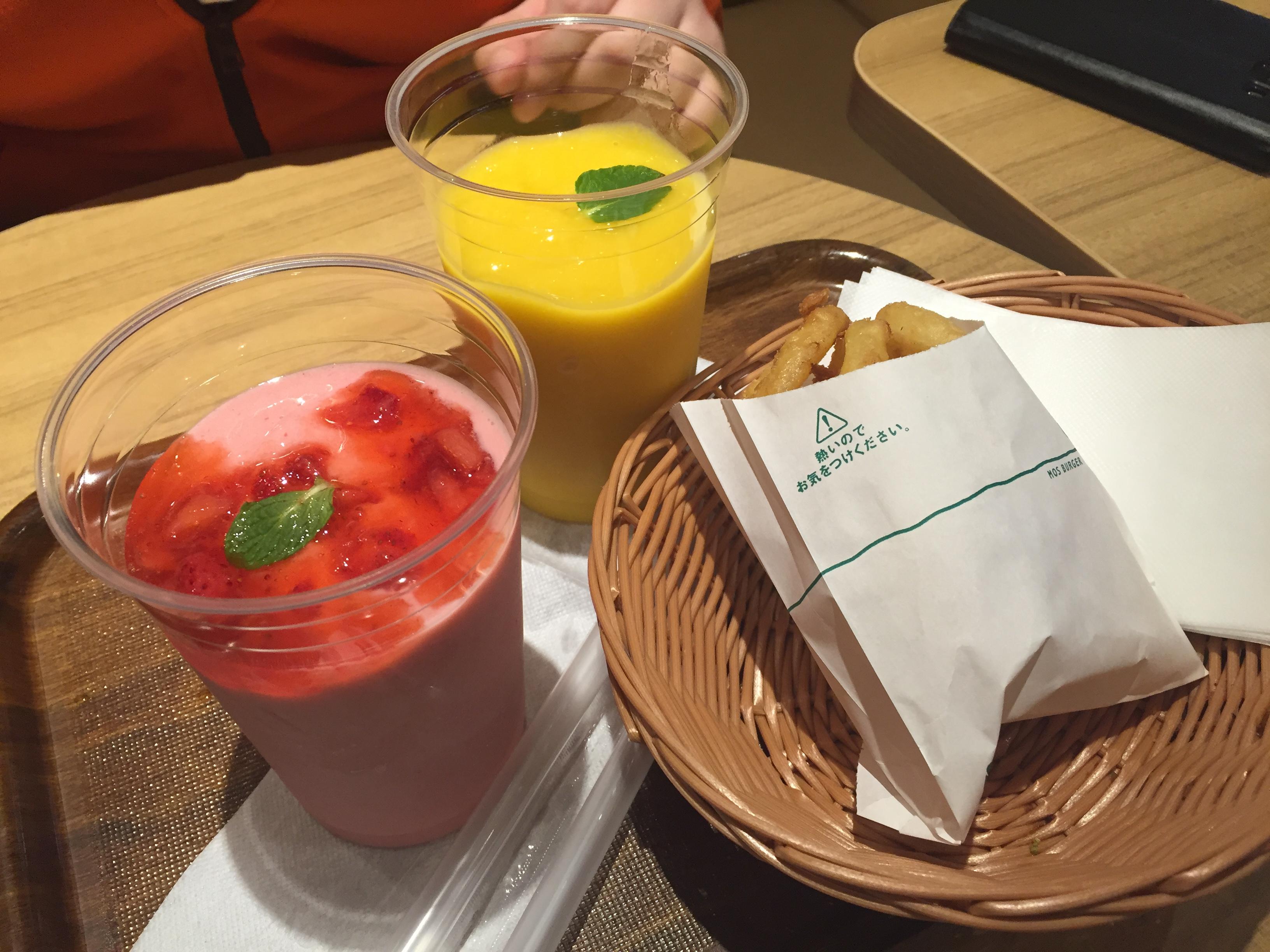 [Mos cafe]망고 쉐이크, 딸기 쉐이크, 양파링