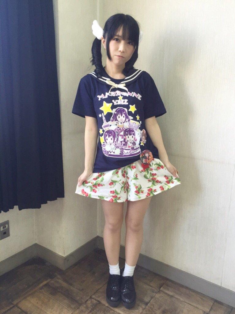 성우 노미즈 이오리씨의 사진, 의상이 귀엽네요.