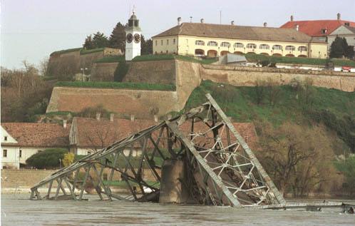 세기말 유럽 : 1999년 6월 10일