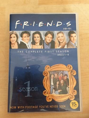 """""""프렌즈 시즌1"""" DVD를 샀습니다."""