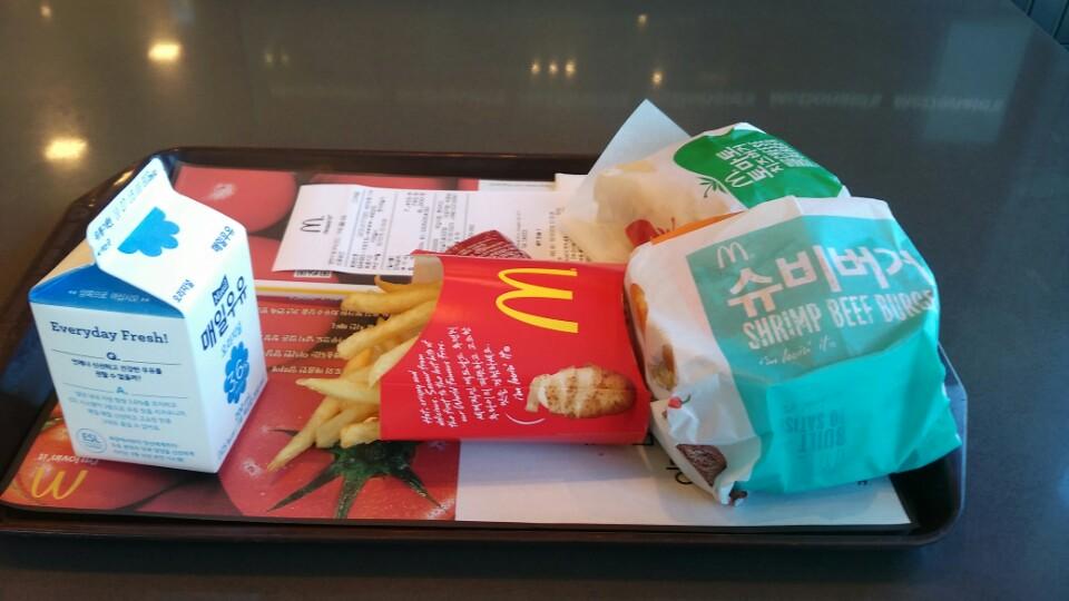 슈슈버거 VS 슈비버거 - 맥도널드에서는 풀좀 더 ..