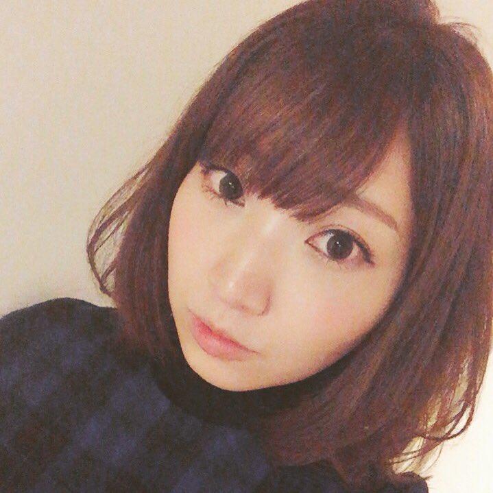 성우 이노우에 마리나씨의 사진, 머리를 짧게 깎은 ..