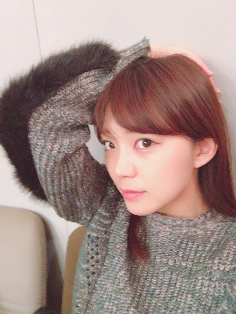 성우 미모리 스즈코씨의 사진, 니트 스웨터 차림이 ..