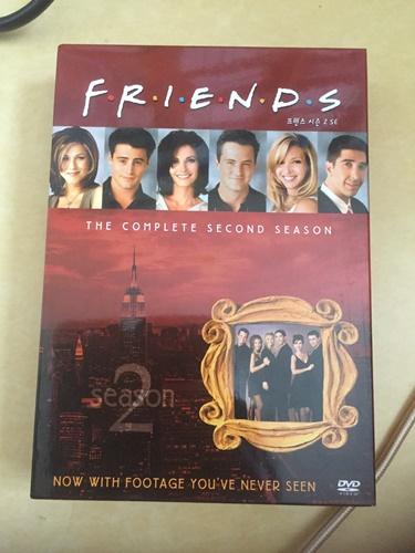 """""""프렌즈"""" 시즌 2 DVD를 샀습니다."""