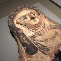 埃及的葬礼仪式 – 显示富足与名誉