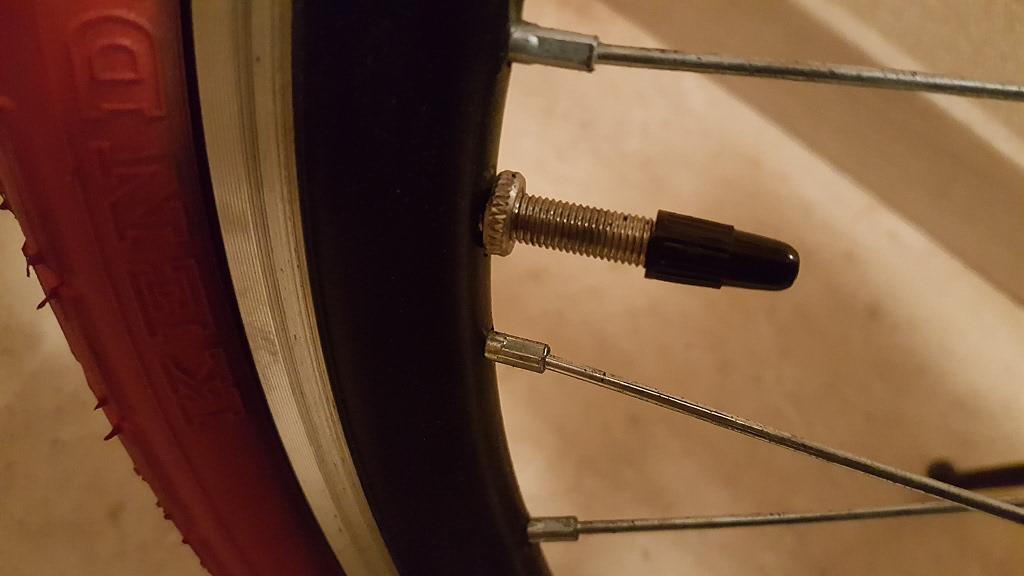 프레스타(presta) 밸브가 있는 자전거 바퀴에 ..