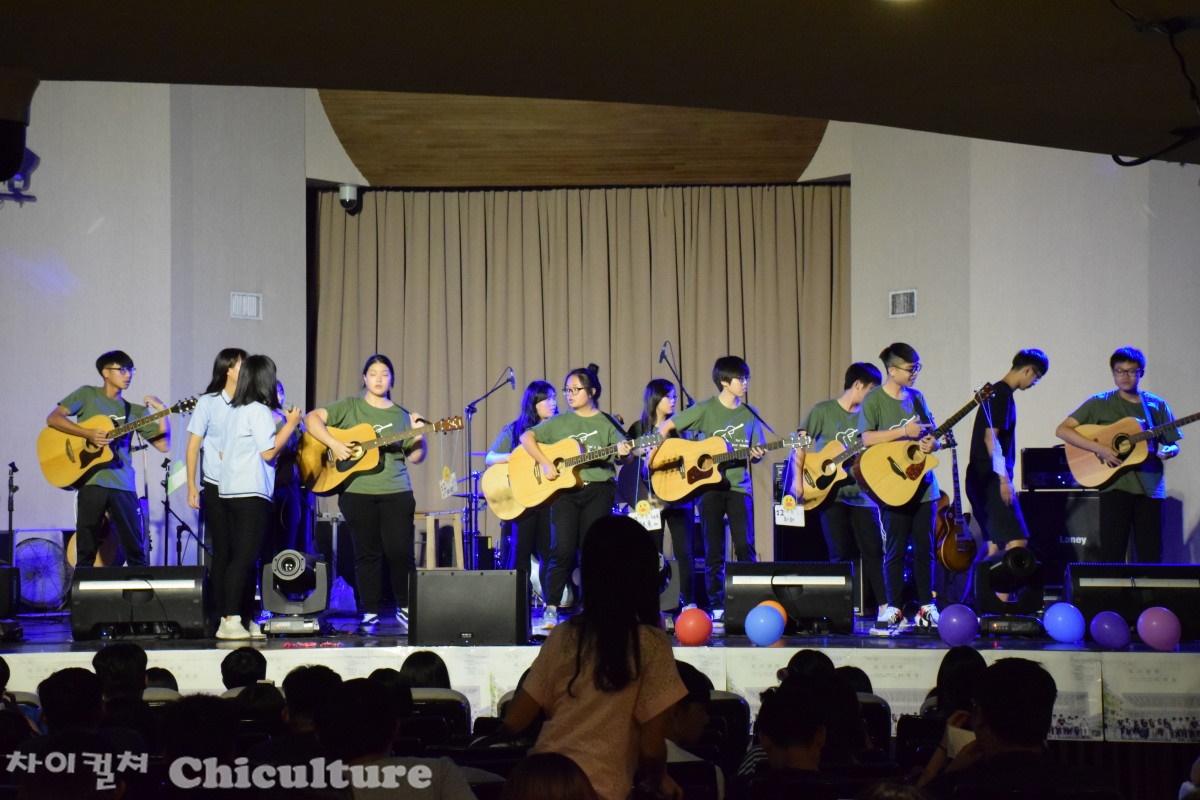 실천대학교에서 열린 따리고등학교의 음악회
