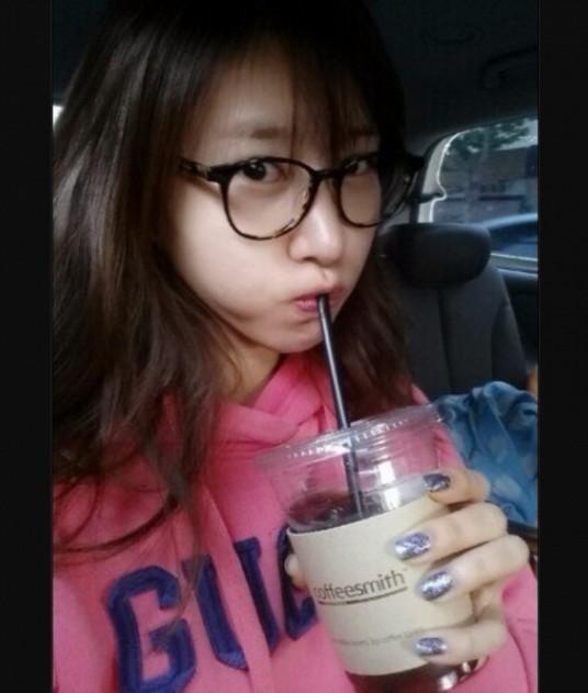'커피스미스' 커피 마시는 김정민 & 김새롬 응원글