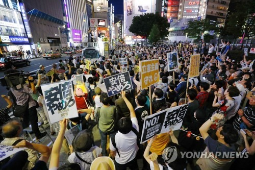 일본에서 벌어지고 있는 아베 퇴진 시위