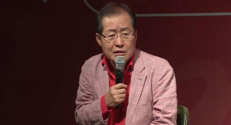 MBC 망친 김재철, 홍준표 바라보며 함박웃음